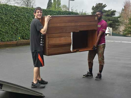 residential-movers-with-furniture