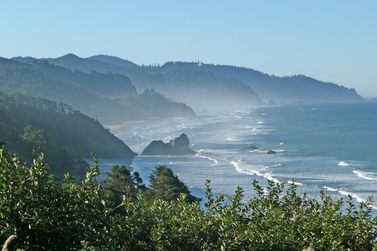 Oregon coast line during the day