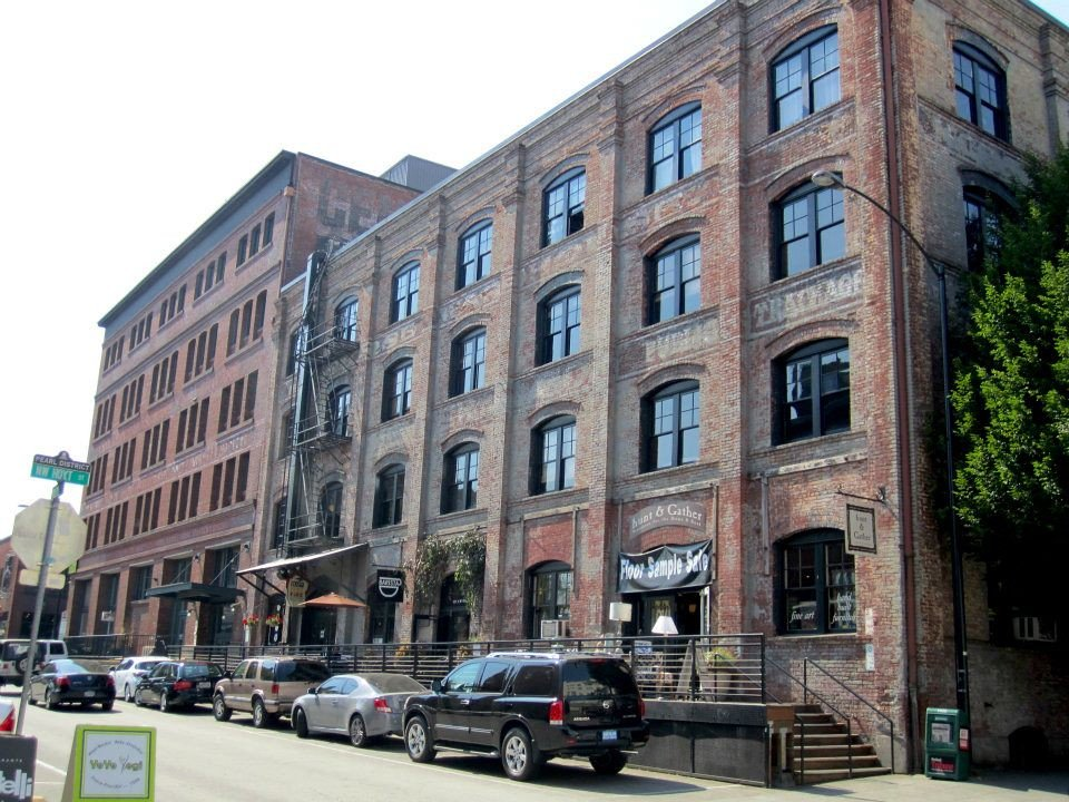 Street view of the Pearl District near Hoyt