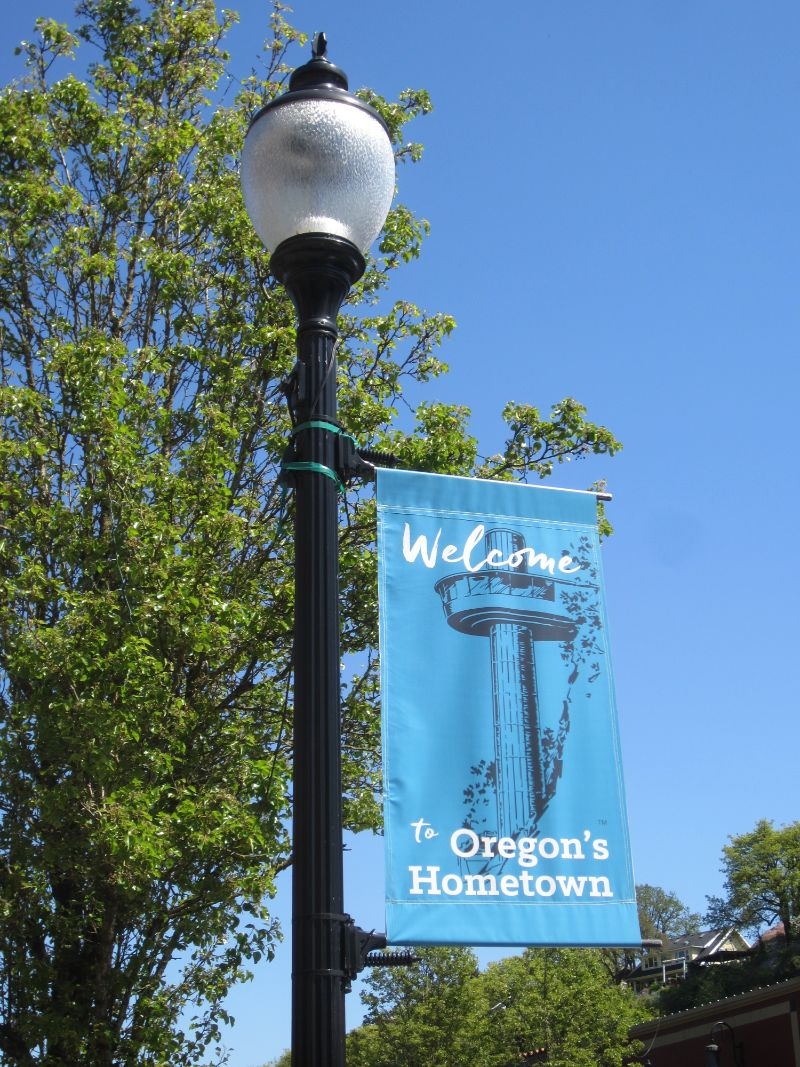 Welcome to Oregon's Hometown sign in Oregon City